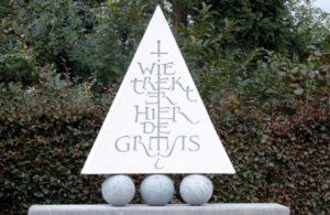 Grenspaal in steen - Jos Geusens